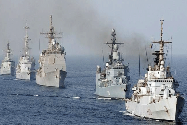 صورة جيش من الغواصات البريطانية يتحرك نحو سوريا
