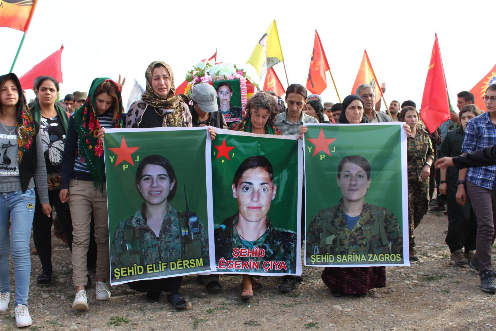صورة الوحدات الكردية تنعي مقاتلة أرجنتينية في صفوفها