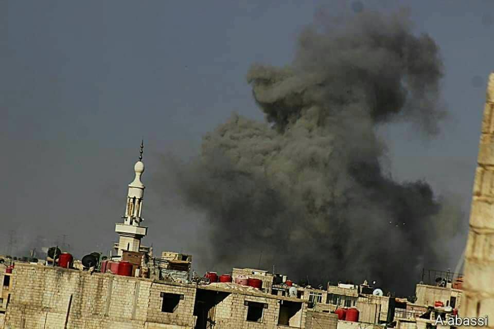 صورة الأسد يستخدم صواريخ حارقة لضرب مخيم اليرموك