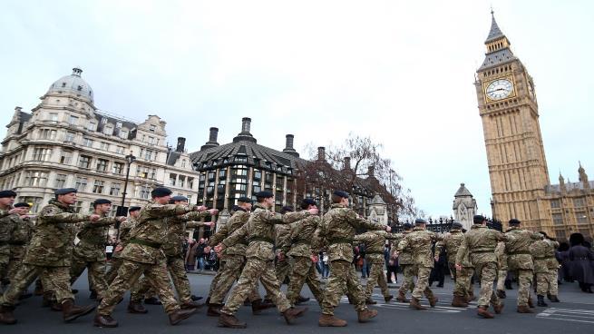 صورة أكبر حشد بريطاني منذ غزو العراق يتجه لسوريا