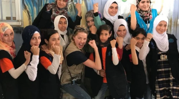 """صورة الممثلة العالمية """"آمير هيرد"""" تزور الزعتري-صور"""