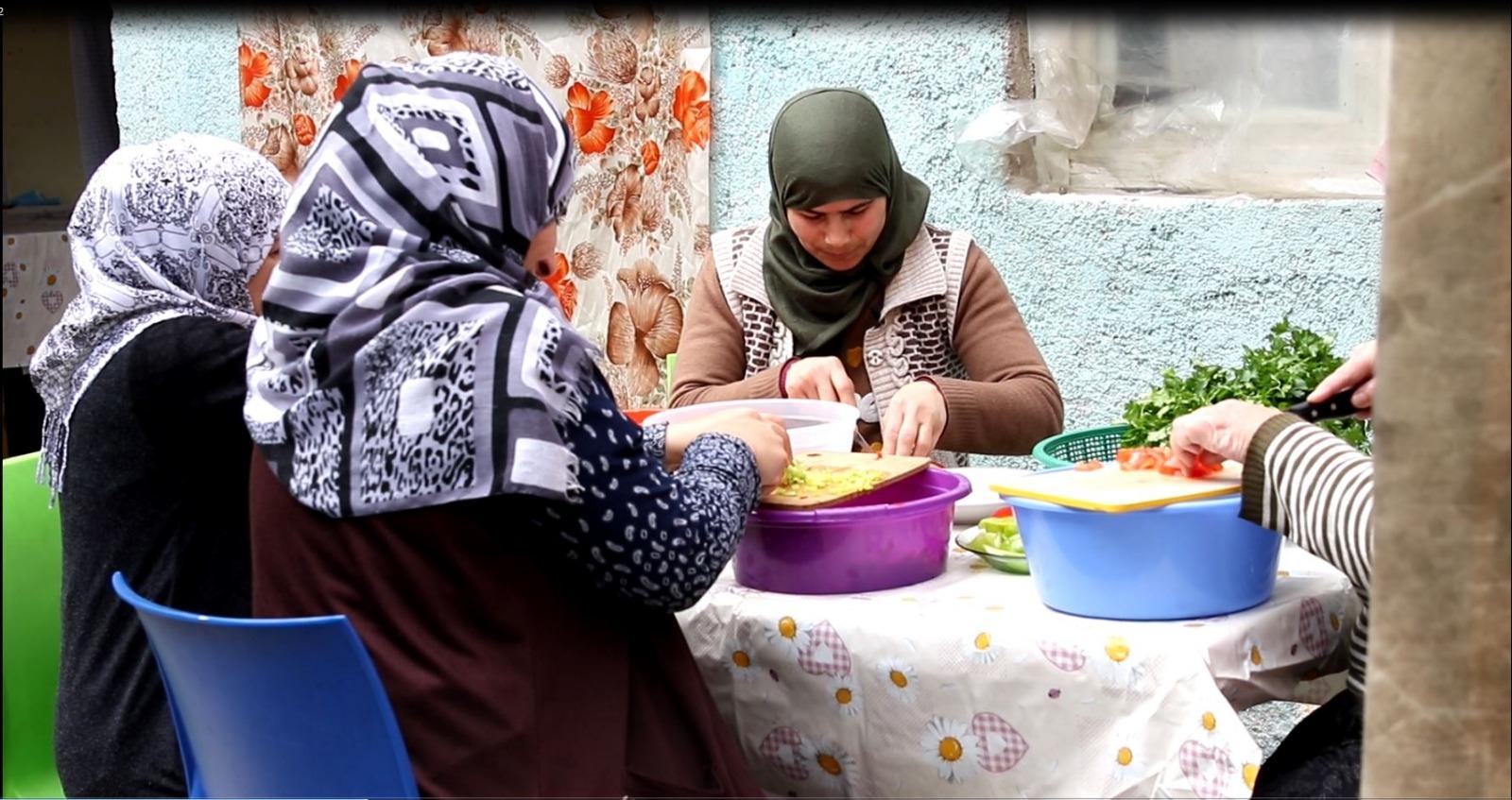 صورة سوريات يدخلن سوق العمل بتركيا (تقرير)