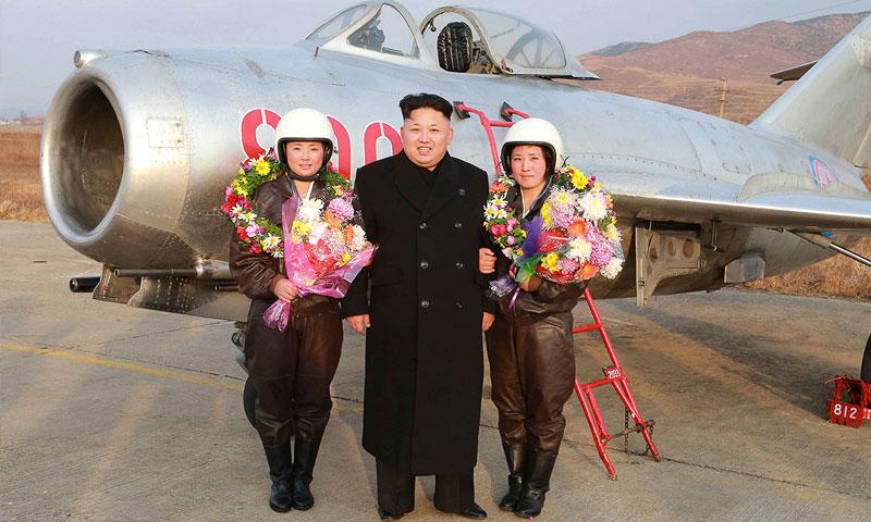 """صورة الأسد الكيماوي يهدي """"كيم جونغ"""" النووي باقة ورد"""