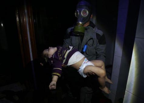 """صورة روسيا مع الأسد يحاولان """"تطهير"""" موقع كيماوي دوما"""