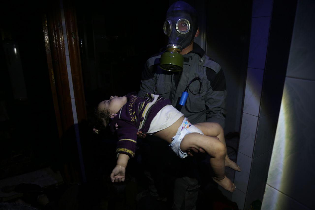 صورة ضحايا الغازات السامة على دوما 150