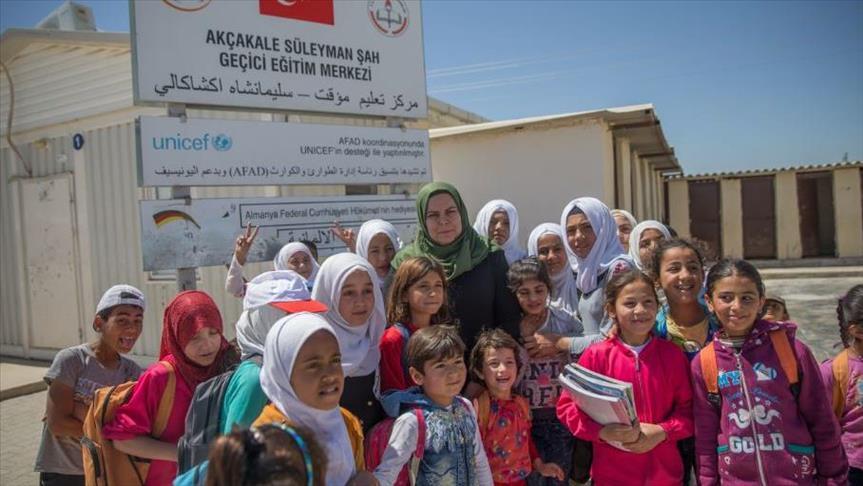 صورة بعد حرمان نظرائهم منه..أطفال سوريون يبنون مستقبلاً مشرقاً