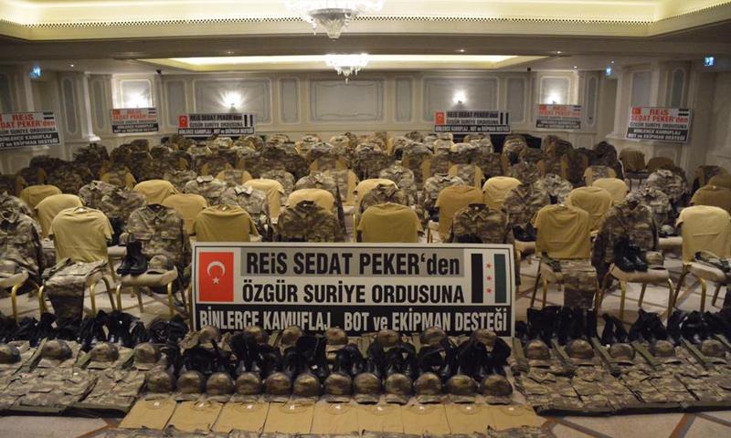 """صورة رجل أعمال تركي يهدي """"الحر"""" معدات عسكرية وسيارات"""