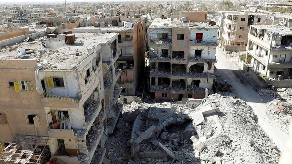 صورة 15 مدنيا عالقون تحت الأنقاض بمخيم اليرموك