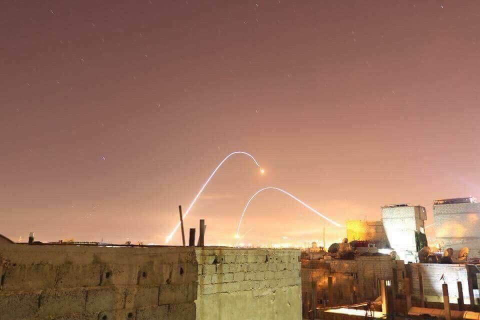 صورة صواريخ إسرائيل دمرت مواقع جوية للأسد