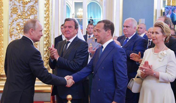 صورة هكذا أصبح بوتين الدكتاتور المفضل بالعالم