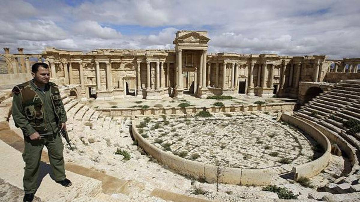 """صورة تدمر ..كيف سبى نظام الأسد """"زنوبيا"""" ونهب مدينتها؟"""