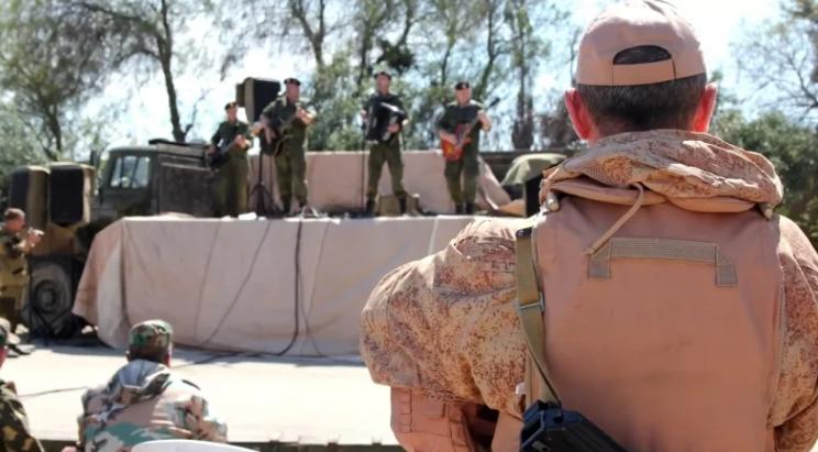 صورة جيش بوتين بالساحل..ثراء وحياة مخملية!