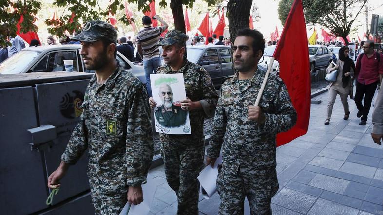صورة نائب إيراني يهاجم بشار الأسد