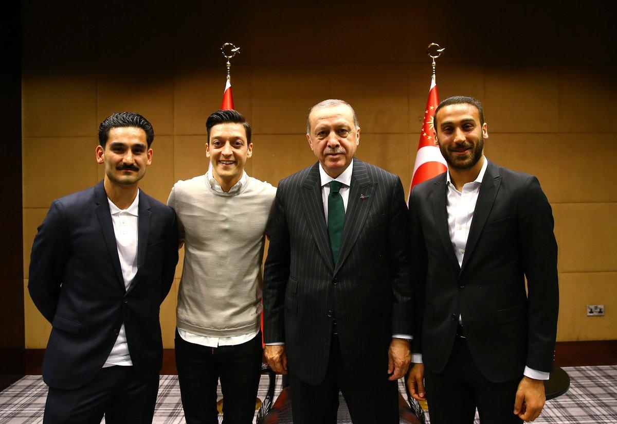 صورة جدل ألماني بعد إلتقاء أردوغان مع لاعبين أتراك-صور