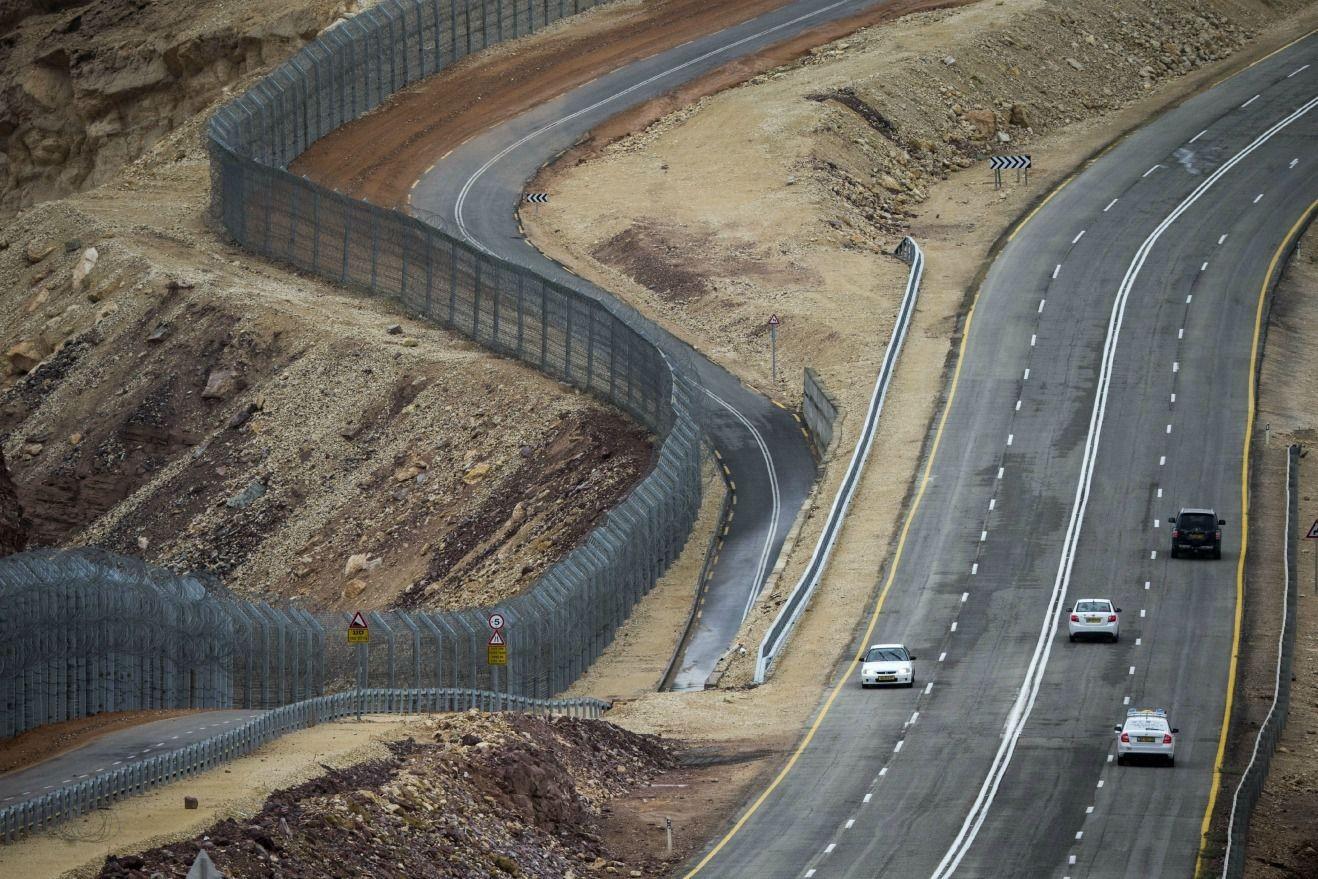 صورة جدار إسرائيلي جديد عند الحدود الأردنية