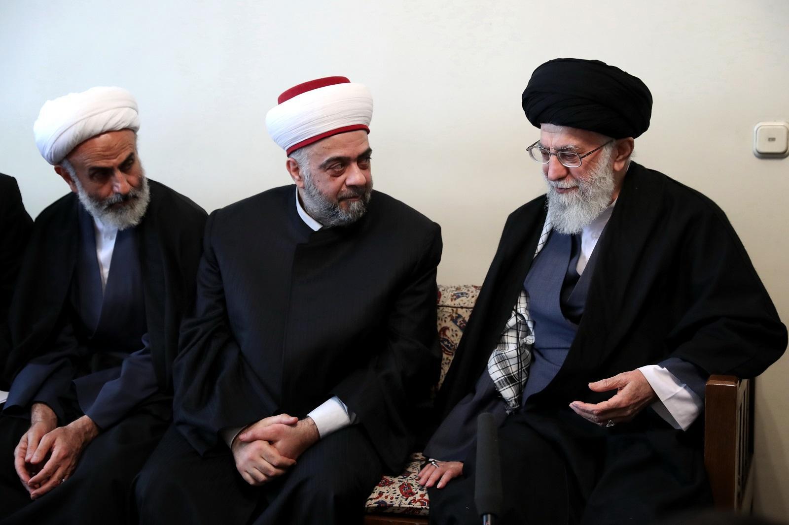 صورة نظام الأسد يبدأ بالتغيير الديني