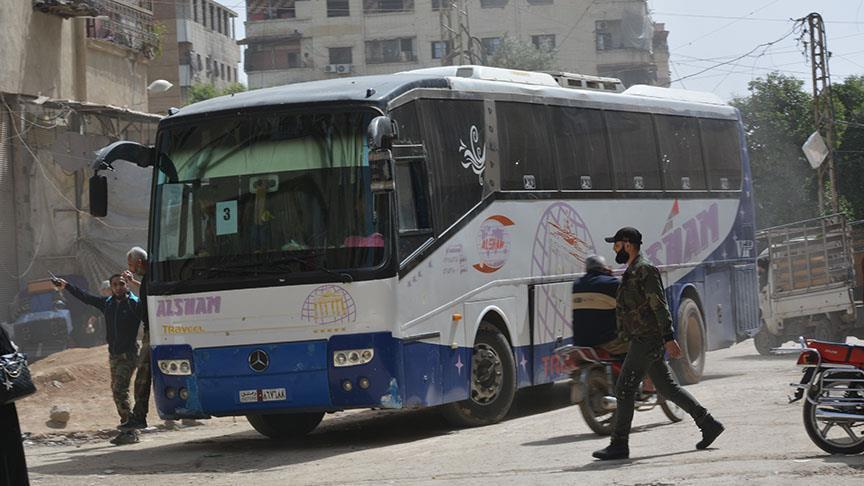 صورة تهجير 400 مدني مخيم اليرموك نحو الشمال