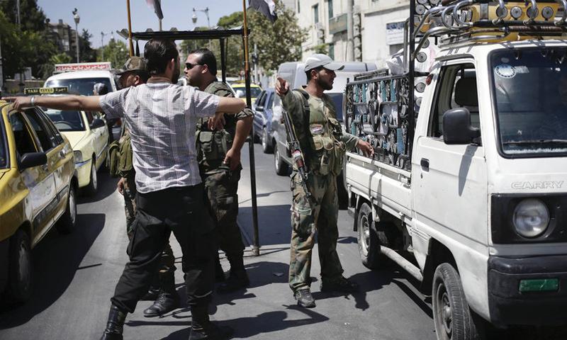 صورة النظام يزيل 18 حاجزاً في دمشق