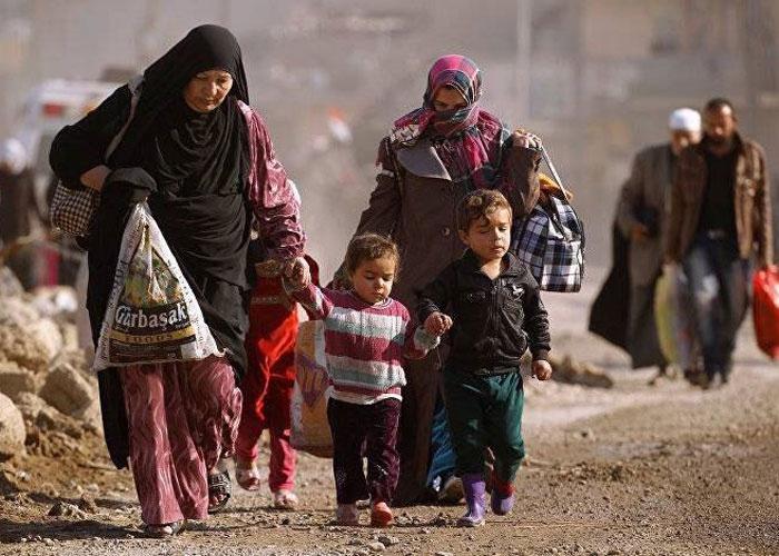 صورة عشرات العائلات تنزح من دير الزور للرقة