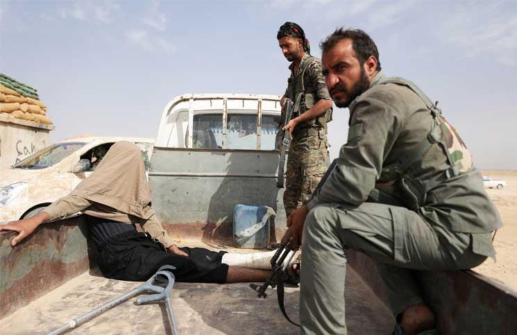 صورة التحالف يقتل 8 مدنيين بدير الزور..والتنظيم يحرق عنصراً لقسد