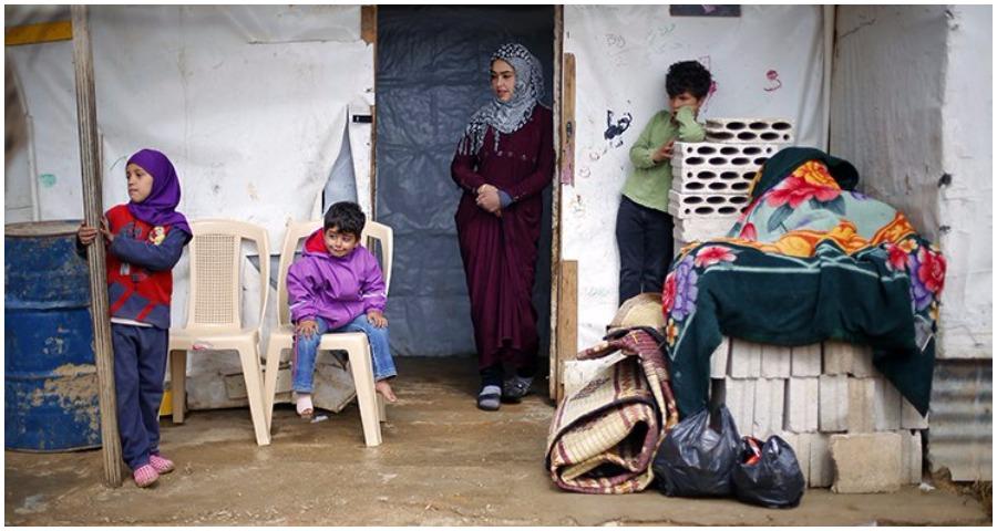 صورة نصر الله: سنعمل على إعادة اللاجئين السوريين إلى بلادهم