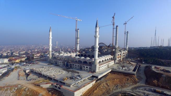 صورة افتتاح أكبر مسجد بتركيا في ليلة القدر