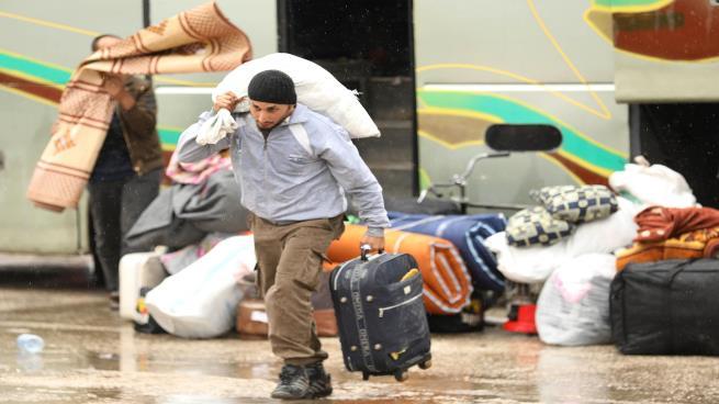 صورة أهالي الشمال السوري يتبرعون بمنازلهم للمُهجرين
