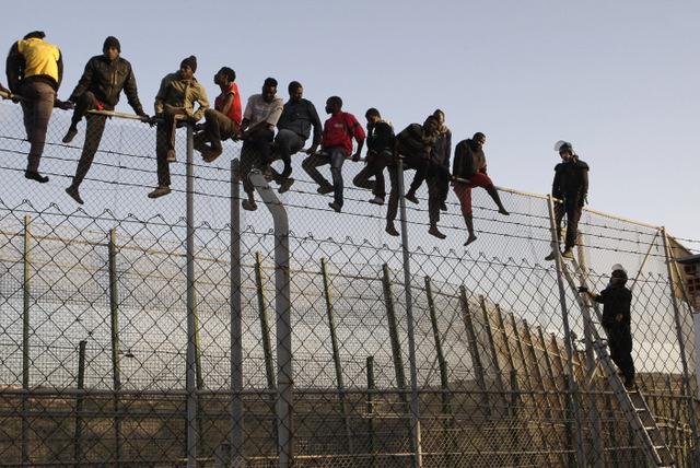 صورة أمريكا تفصل ألفي طفل عن ذويهم لدخولهم البلاد بطريقة غير شرعية