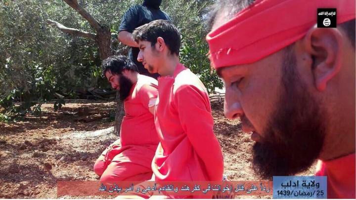 """صورة تنظيم الدولة يعلن عن تواجده بإدلب عبر """"إعدام"""" عنصرين"""
