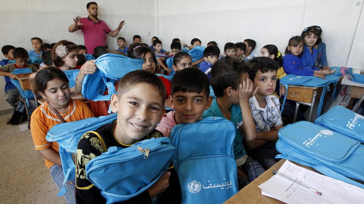 صورة ورواتب..250 طفل بدير الزور يلتحقون بمدارس فارسية