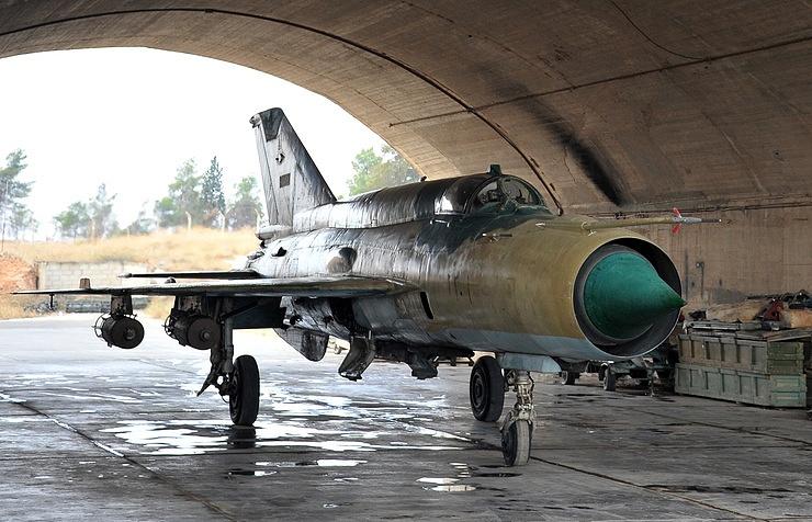 صورة انفجاراً مجهولاً يضرب مطاراً عسكرياً للأسد