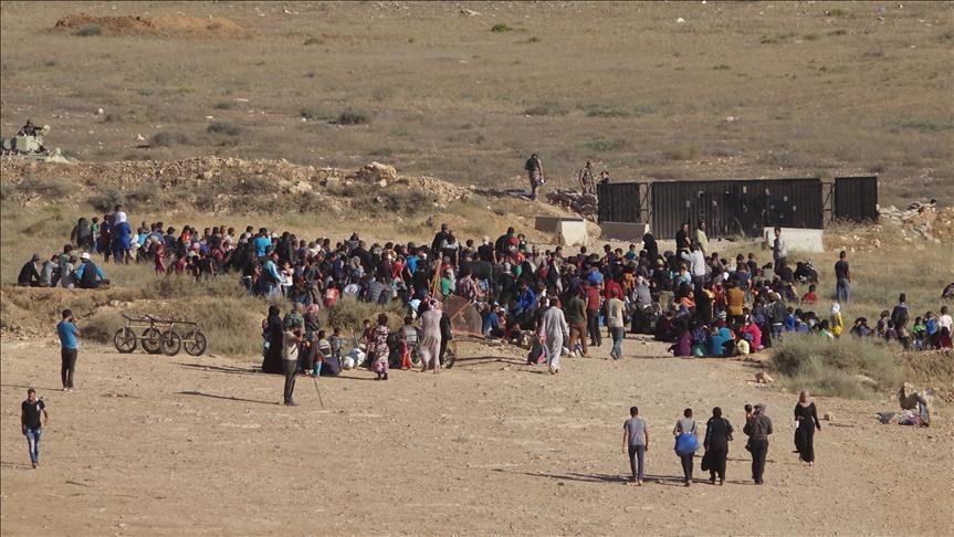 صورة 100 ألف نازح على السورية الأردنية