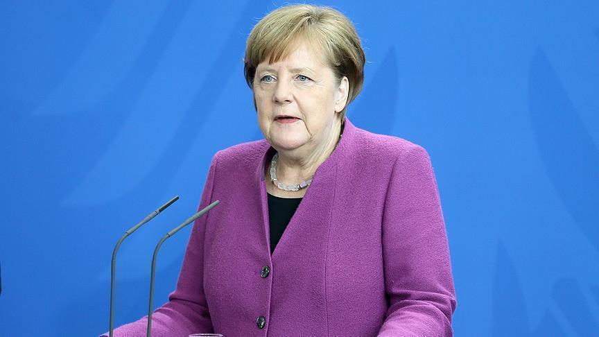صورة ميركل تجدد رفضها منع اللاجئين العابرين لأوروبا من دخول ألمانيا
