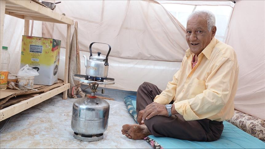صورة أبو الطيب.. مناضل فلسطيني ينتهى به المطاف بخيمة جنوبي سوريا