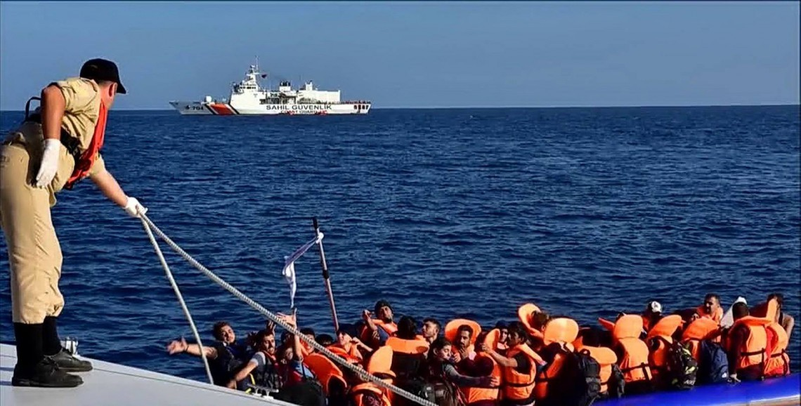 صورة بينهم سوريون..تركيا توقف مئات طالبي اللجوء