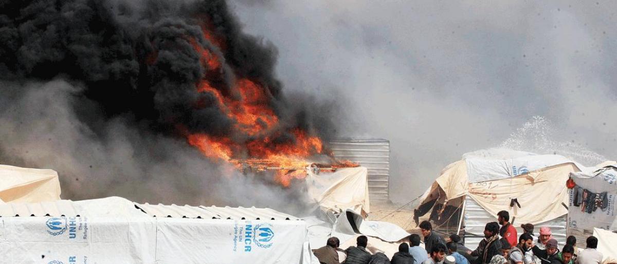 صورة لبنانيون يحرقون مخيمات للاجئين السوريين