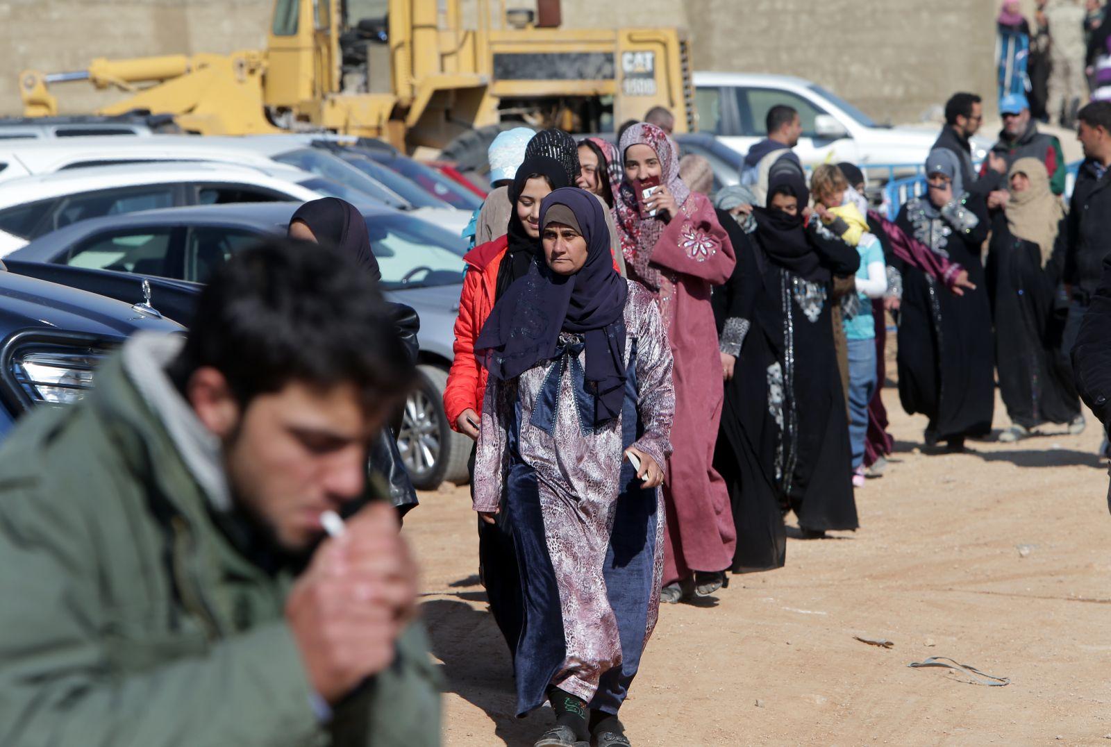 صورة لجنة لبنانية روسية لإعادة اللاجئين السوريين