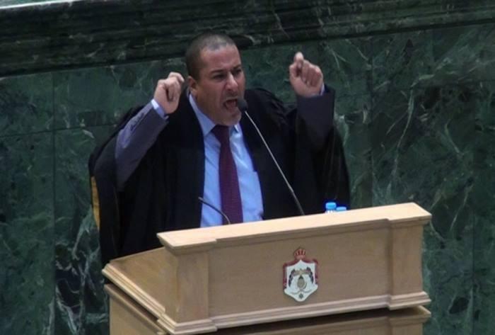 """صورة سابقة خطيرة..نائب أردني يهاجم """"الملكة"""" ويحال للتحقيق (فيديو)"""