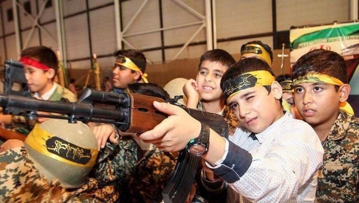 صورة معسكرات إيرانية لتجنيد الأطفال بسوريا