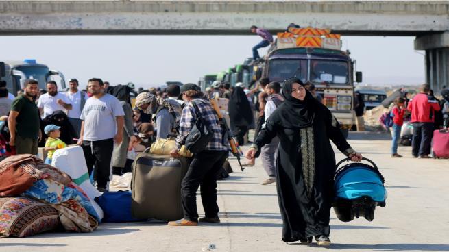 صورة 10 آلاف مهجّر من درعا وصلوا إلى شمال سورية