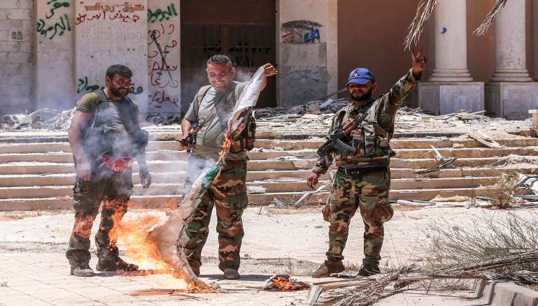 صورة سقطت درعا.. وعاش عاطف نجيب