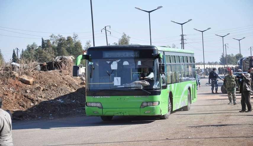صورة مهجرو درعا يطردون حافلات النظام الخضراء