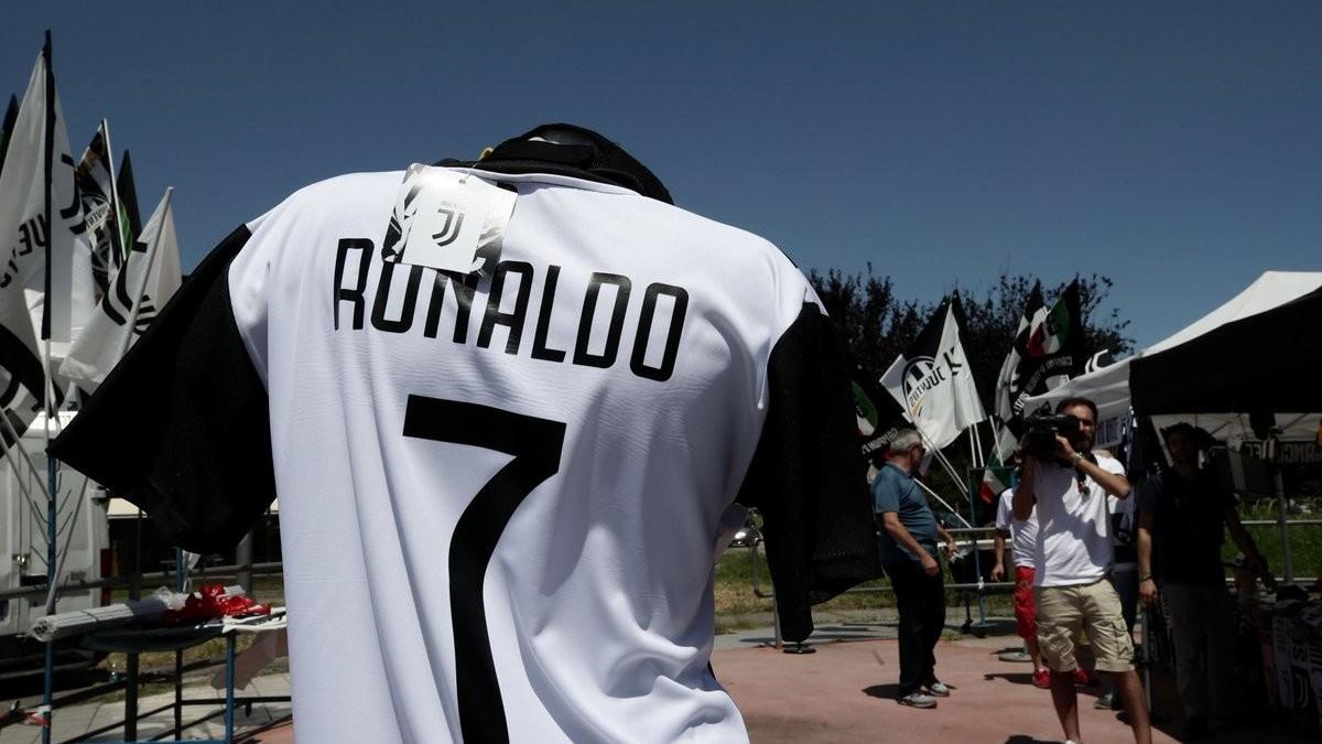 صورة رسمياً.. يوفنتوس يتعاقد مع رونالدو لأربعة مواسم