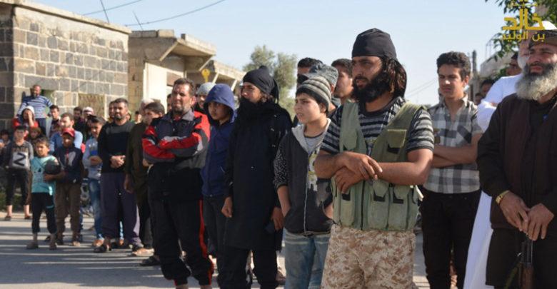 صورة درعا.. 100 عنصر لداعش يسلّمون أنفسهم للنظام