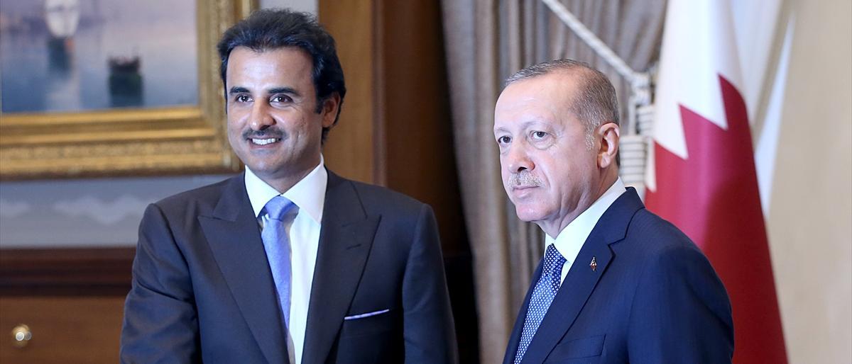 صورة أمير قطر يتعهد بتخصيص 15 مليار دولار كاستثمارات في تركيا