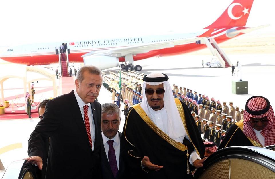 صورة الملك سلمان وابنه يهنئان أردوغان.. ما المناسبة؟