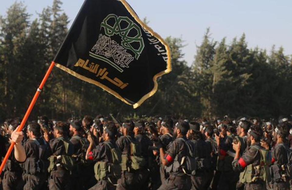 """صورة عناصر لـ """"أحرار الشام"""" يعتدون على فريق وقف الديانة التركي"""