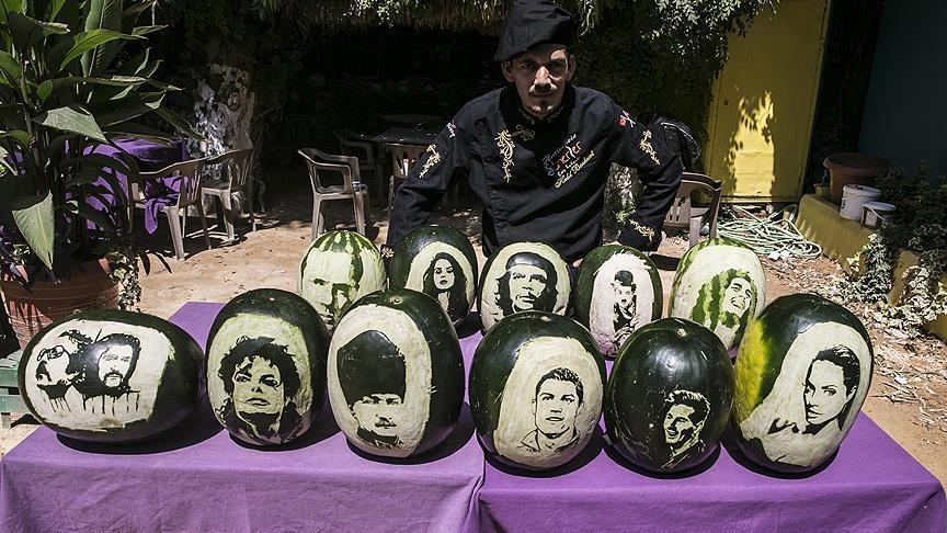 """صورة """"ميسي"""" و""""رونالدو"""" و""""جاكسون"""".. على قشور بطيخ في تركيا"""
