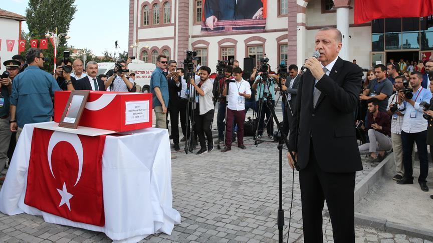 صورة أردوغان يعرب عن استعداده للمصادقة على قانون الإعدام