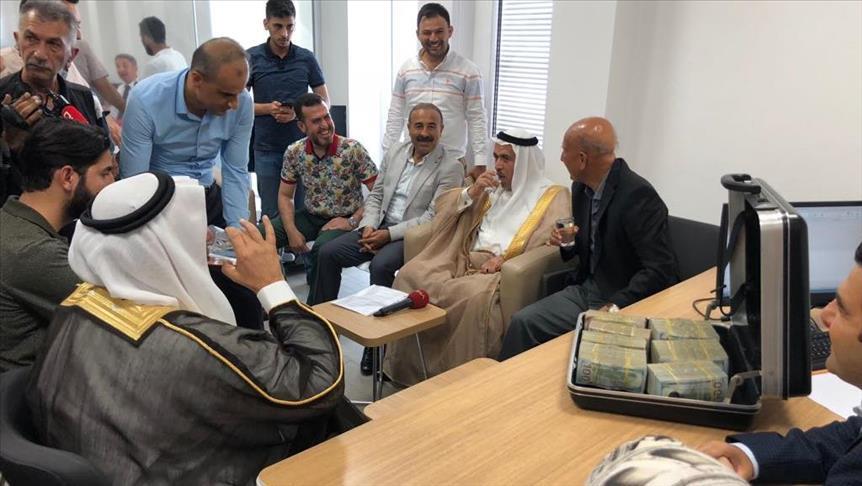صورة دعمًا للعملة التركية.. عشائر سورية تحول 500 ألف دولار